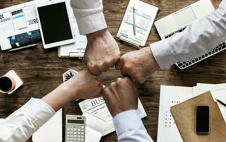 todos los departamentos unidos - Soluciones para empresas: qué es un ERP